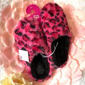 Pink leopard print fuzzy slippers. New with tags.